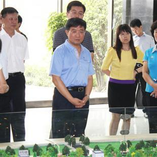 河南省政协副主席龚立群视察园区
