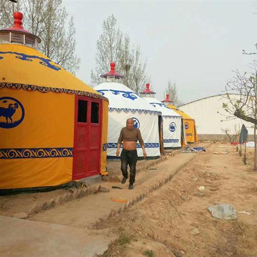 黄色、白色住宿蒙古包