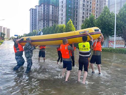 勇往直前、血性男兒,抗洪救災中貢獻一份力量的小明体育M88app人!