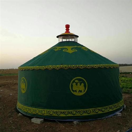 墨绿色住宿蒙古包