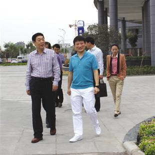 河南省商务厅副厅长张雷鸣视察园区