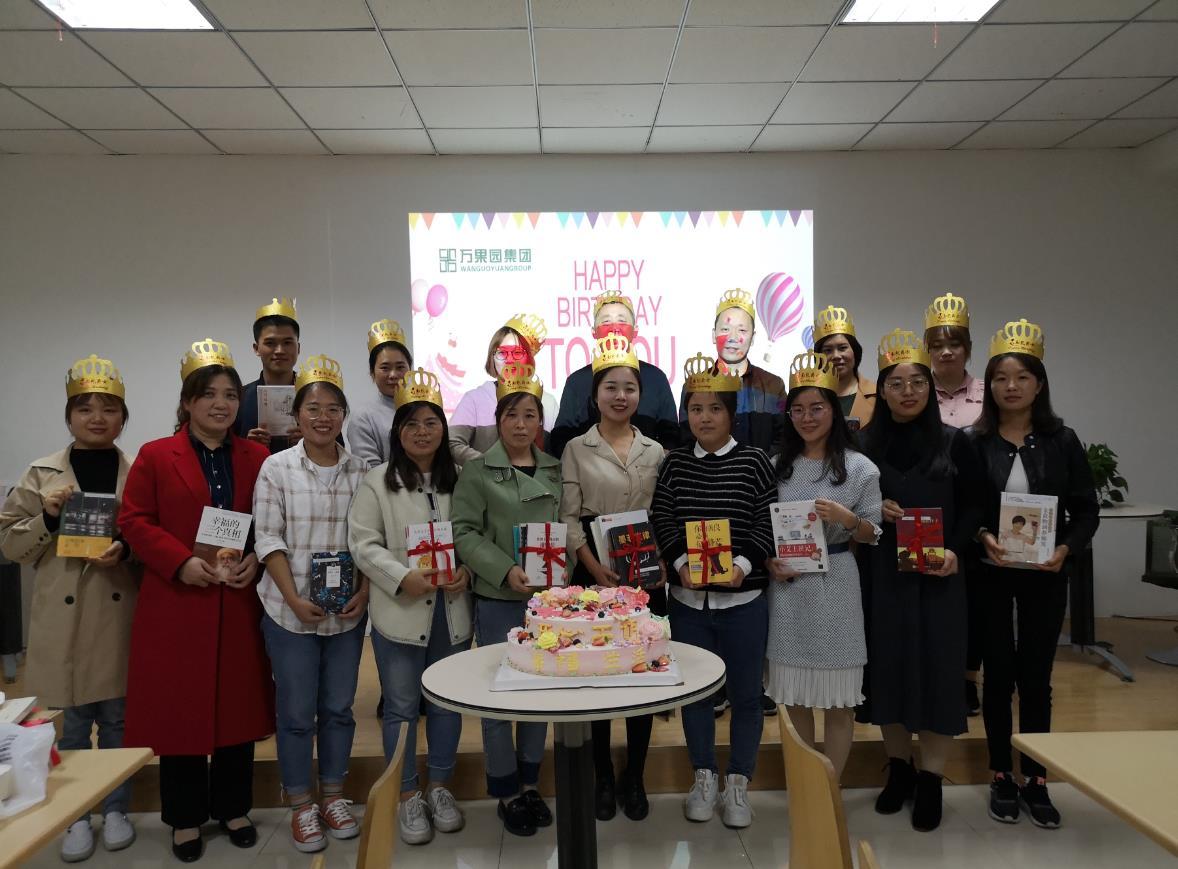 集团十队开展8-10月份集体生日会