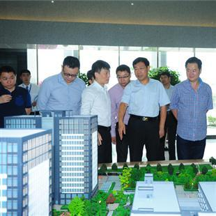 河南省商务厅厅长焦锦淼视察园区