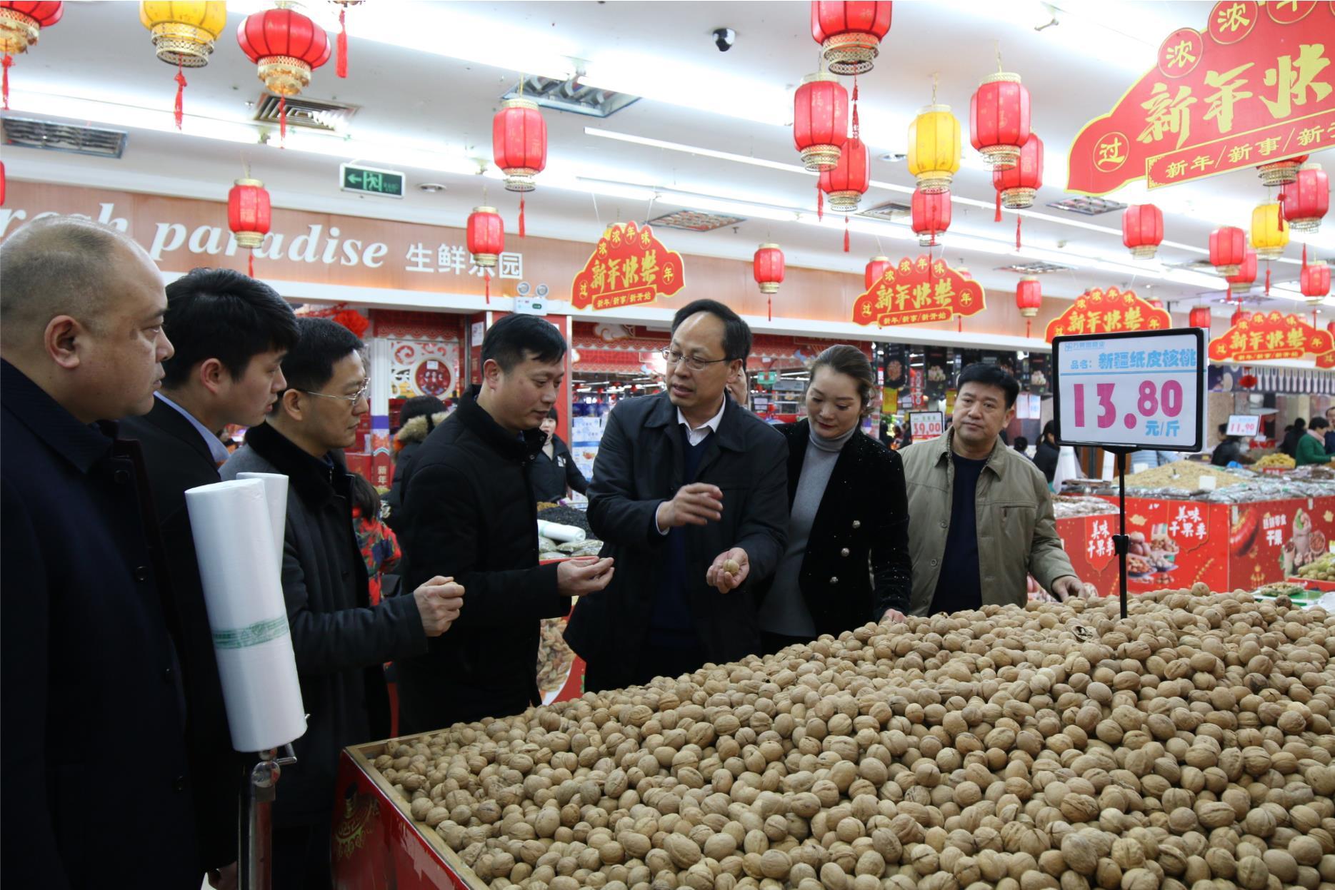 副市长张广东视察万果园春节市场供应